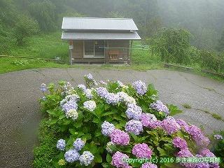 12-108徳島県吉野川市柳水庵下のきれいな小屋